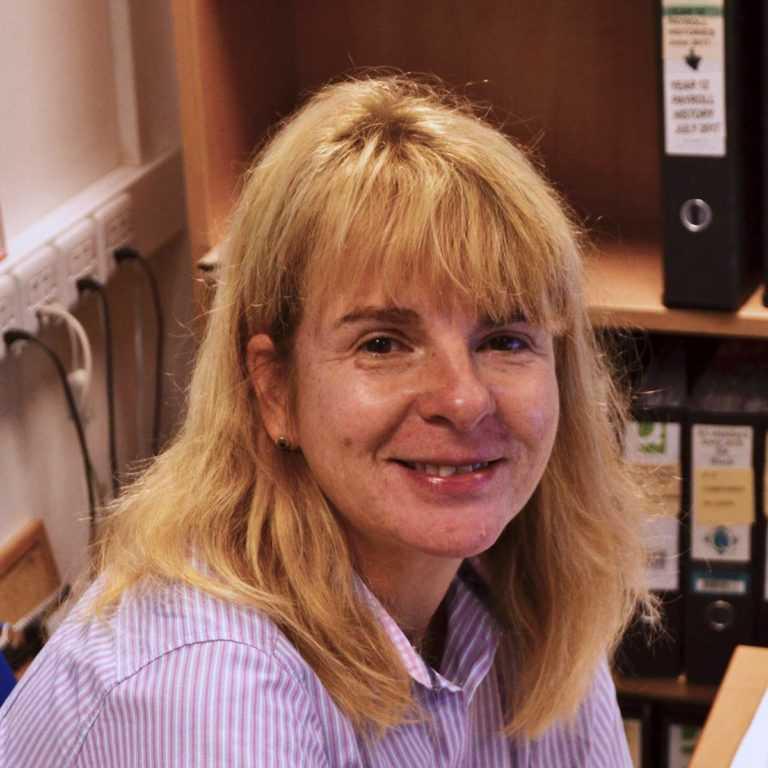 Karen Harper headshot